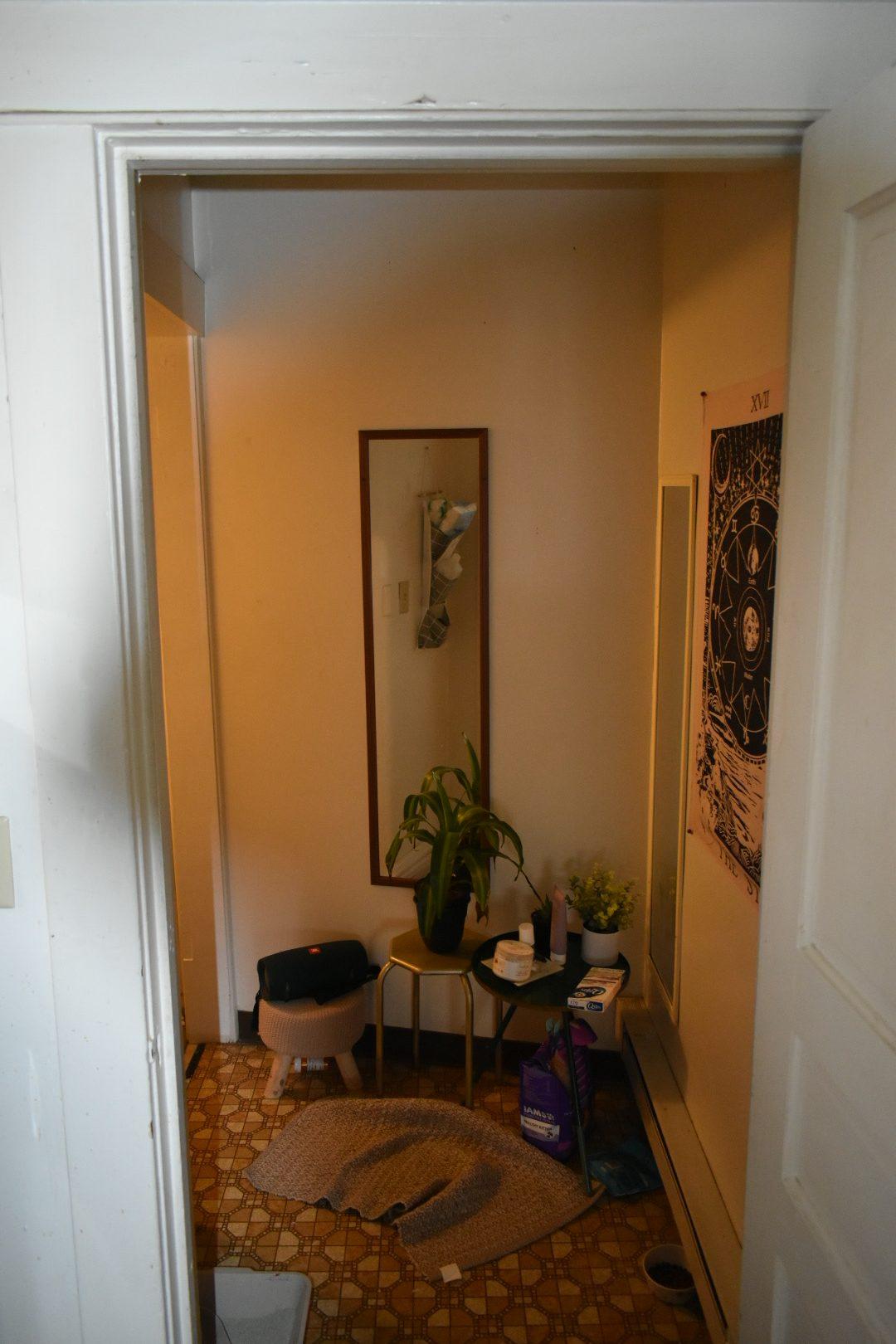 605 #3 bathroom entry